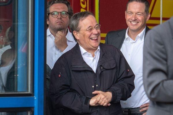 洪水肆虐德国国家在哭政客在笑